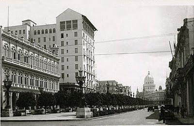 Hotel Sevilla visto desde Prado con el Capitolio al fondo