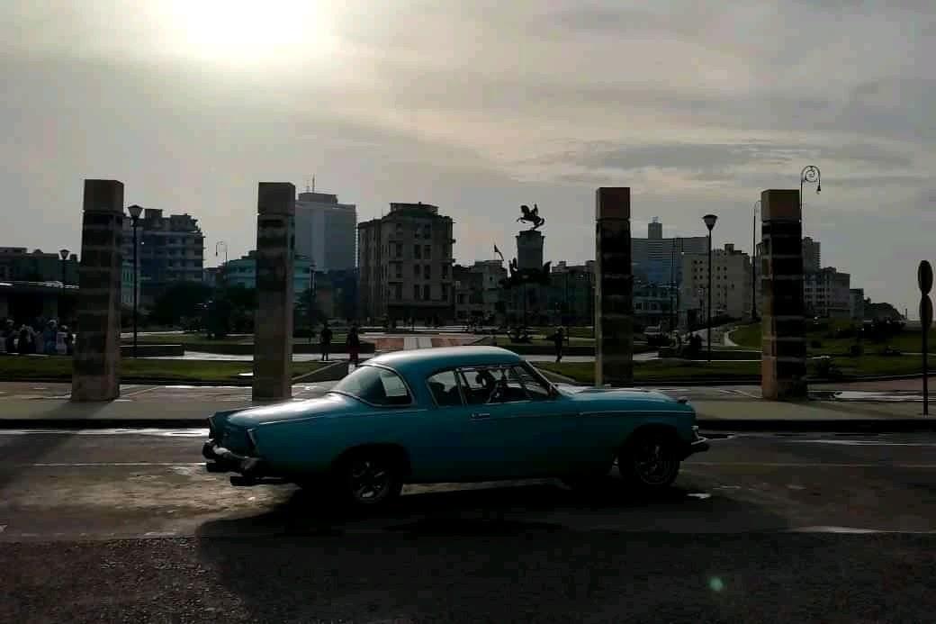 Studebaker frente al Parque Maceo de La Habana