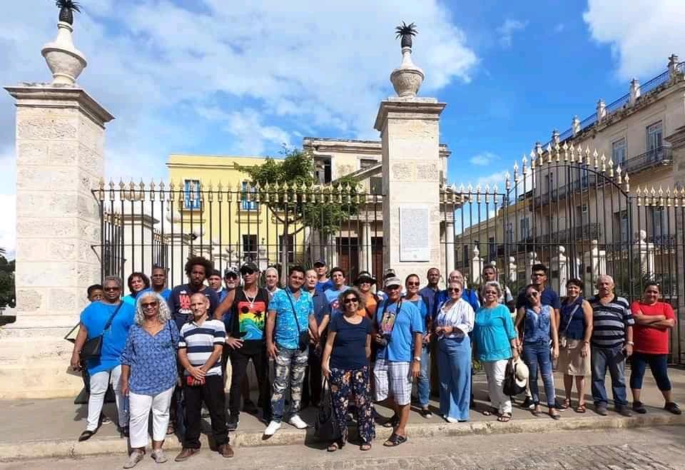 Miembros fundadores de Fotos de La Habana en el Templete