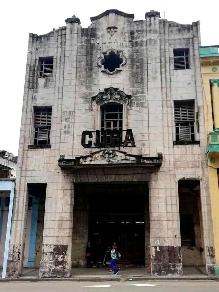 Cine Cuba, uno de los cines de la calle Reina