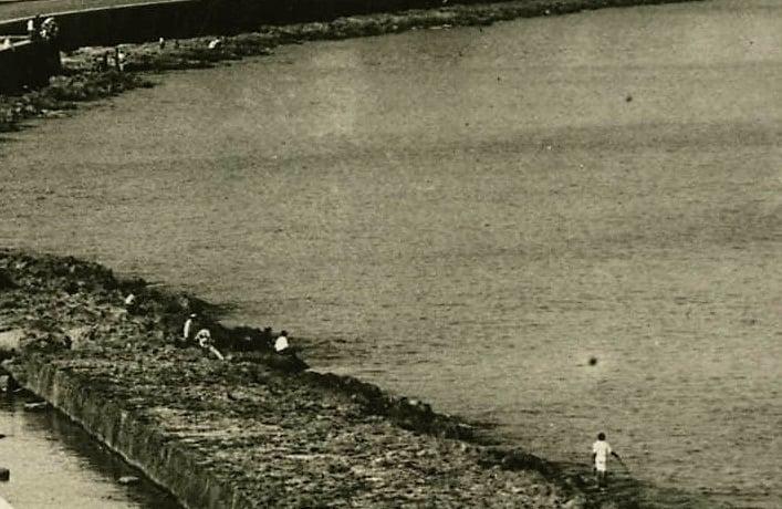 Detalle de pescadores en el litoral habanero en 1915.