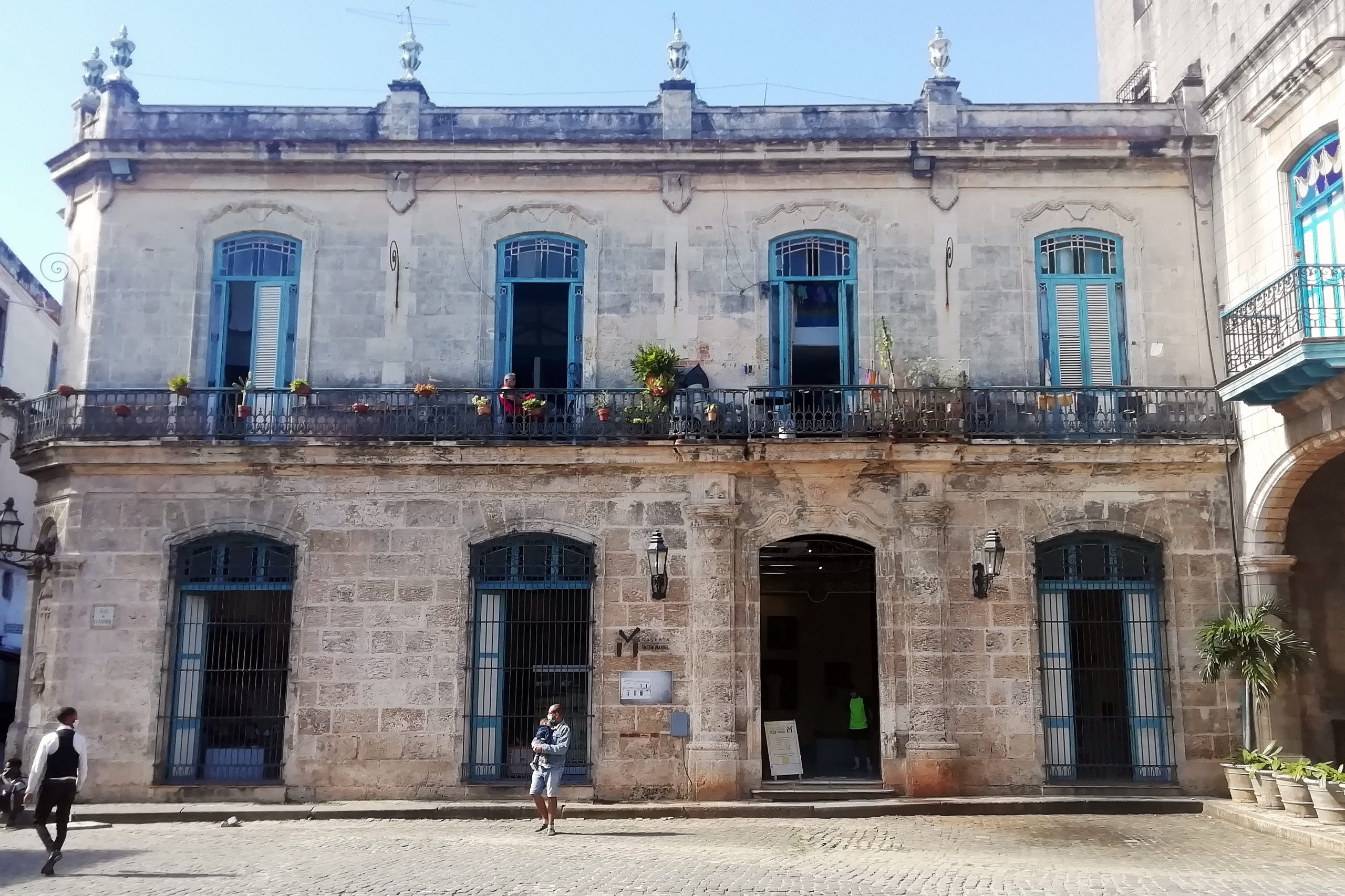 Casa de Banos Plaza de la Catedral la Habana scaled