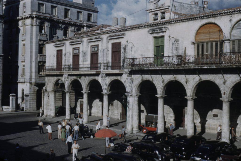 Grabación en el frente de la casa del marqués de Arcos. La imagen data de los años 50 del siglo XX.