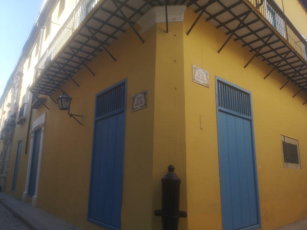 Cruce de la calle Obrapía con calle Mercaderes