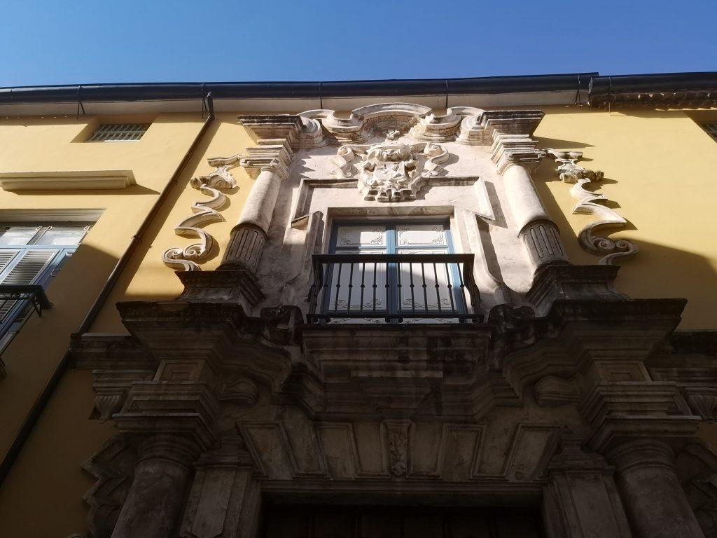 Casa de la Obrapía-Pórtico de entrada superior