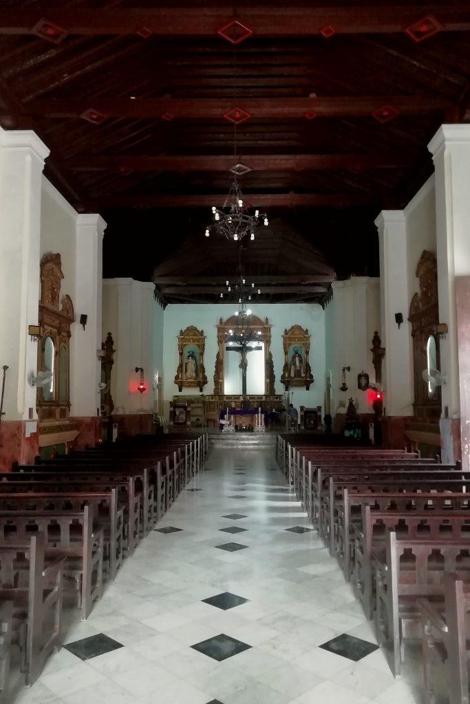 Interior de la Iglesia de San Judas Tadeo y San Nicolás de Bari