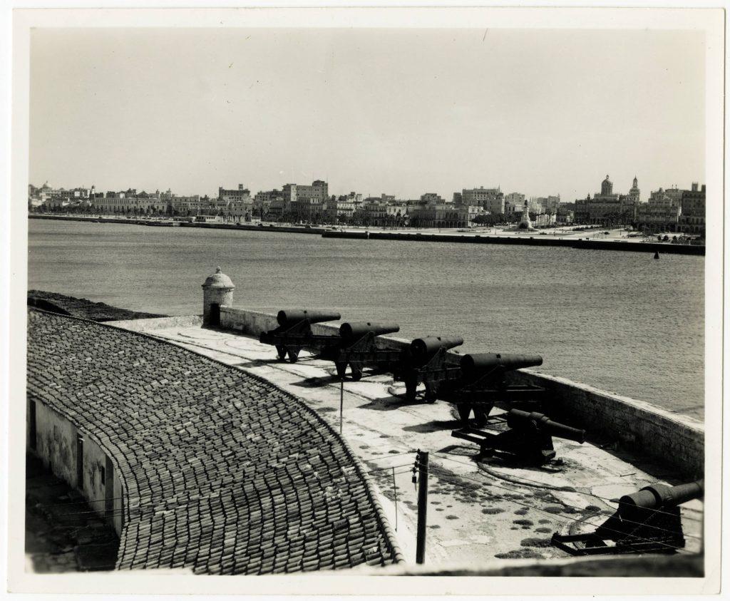 """Castillo del Morro, mitad de la batería conocida como """"Doce Apóstoles"""" 1940"""
