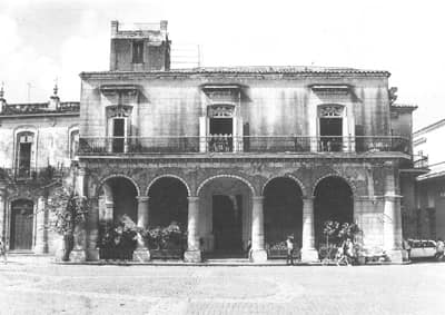 Vista frontal de la casa del Marqués de Aguas Claras.
