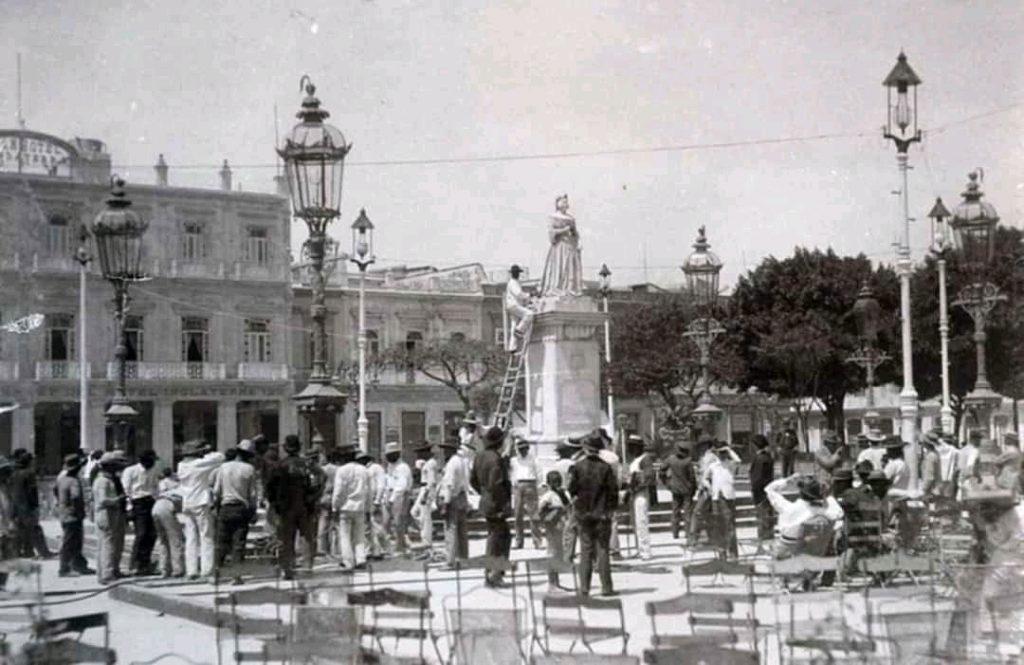 Estatua de Isabel II en el Parque Central
