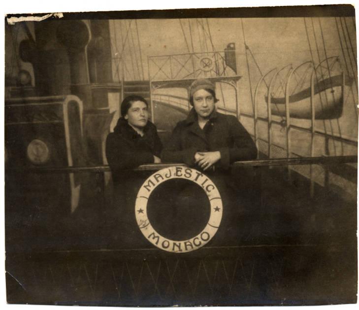 Amelia Peláez y Lydia Cabrera en ruta a París 1930 (y nadie diría que son bellezas)