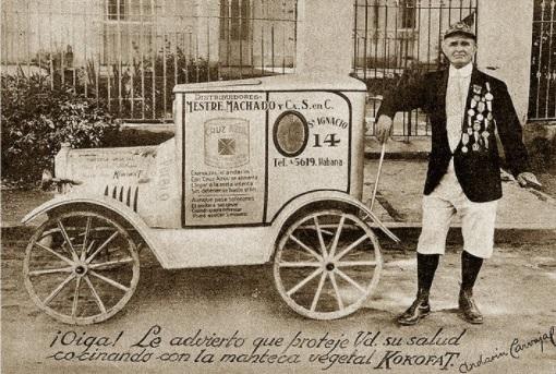 Andarin Carvajal de mayor, promocionando una marca de manteca.