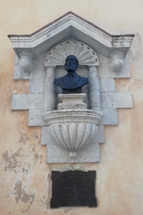 Busto de Cirilo Villaverde en la Loma del Angel la habana