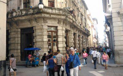 Café Europa… Siglo y 1/2 amimando la calle Obispo
