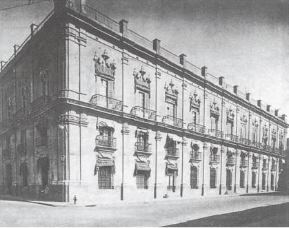 Palacio Capitanes Generales por calle Mercaderes