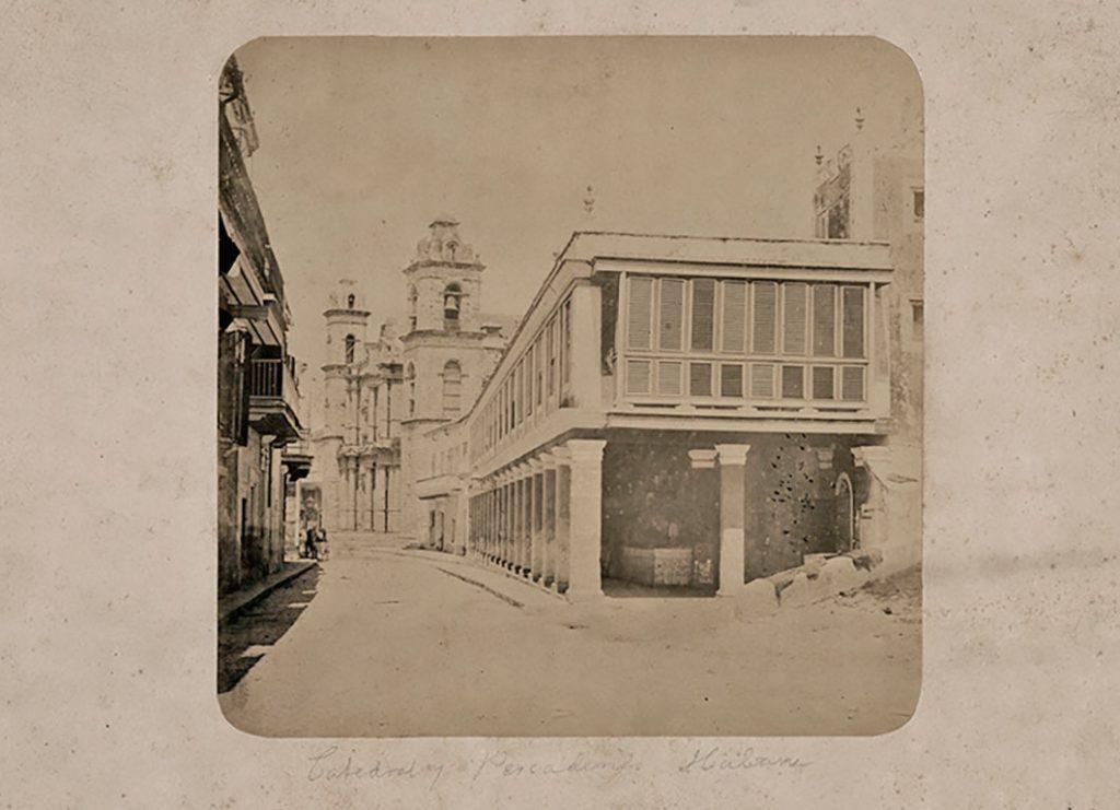 La Catedral de la Habana vista desde el lateral