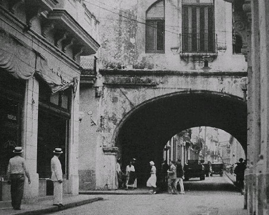 Calle Acosta y Arco de Belen_La Habana
