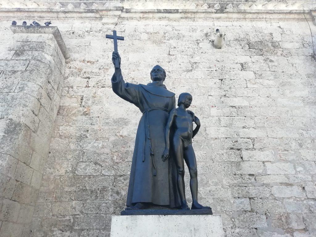 Fray Junipero Serra estatua en la habana