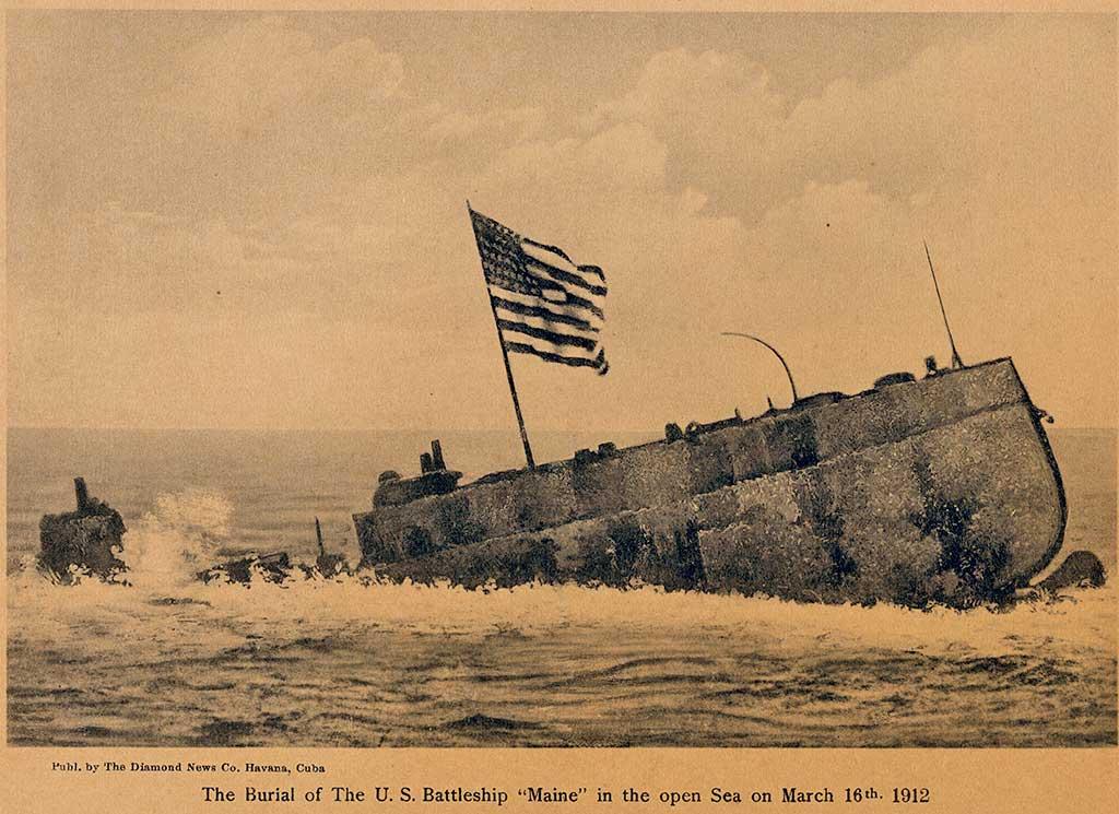 U.S.S Maine saliendo de la Bahía de La Habana en su último viaje. 1912.