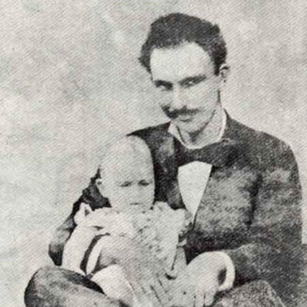 Jose Marti con su hijo