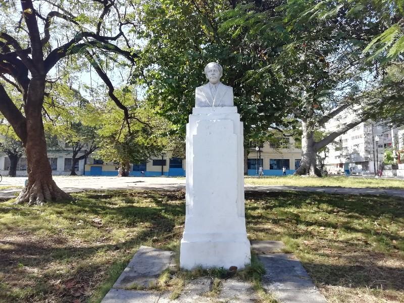 Monumento a Gustavo Sánchez Galarraga en el Parque Tulipán en el Cerro