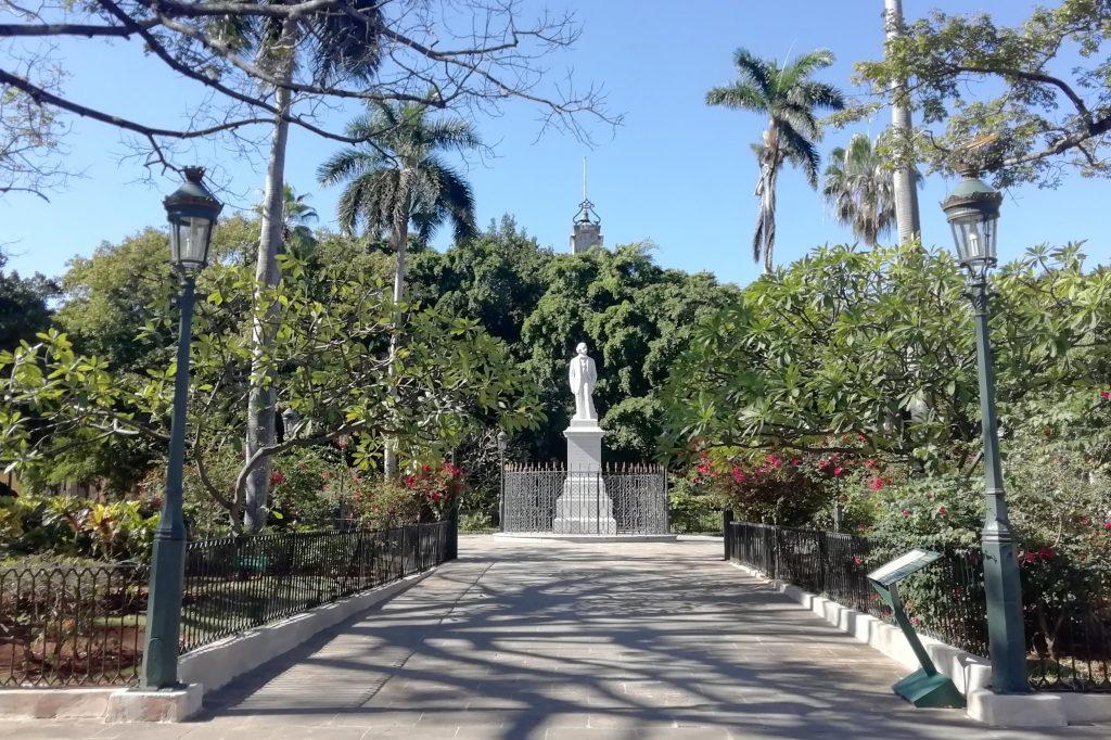 Plaza de Armas de La Habana entre las calles O'Reilly y Obispo