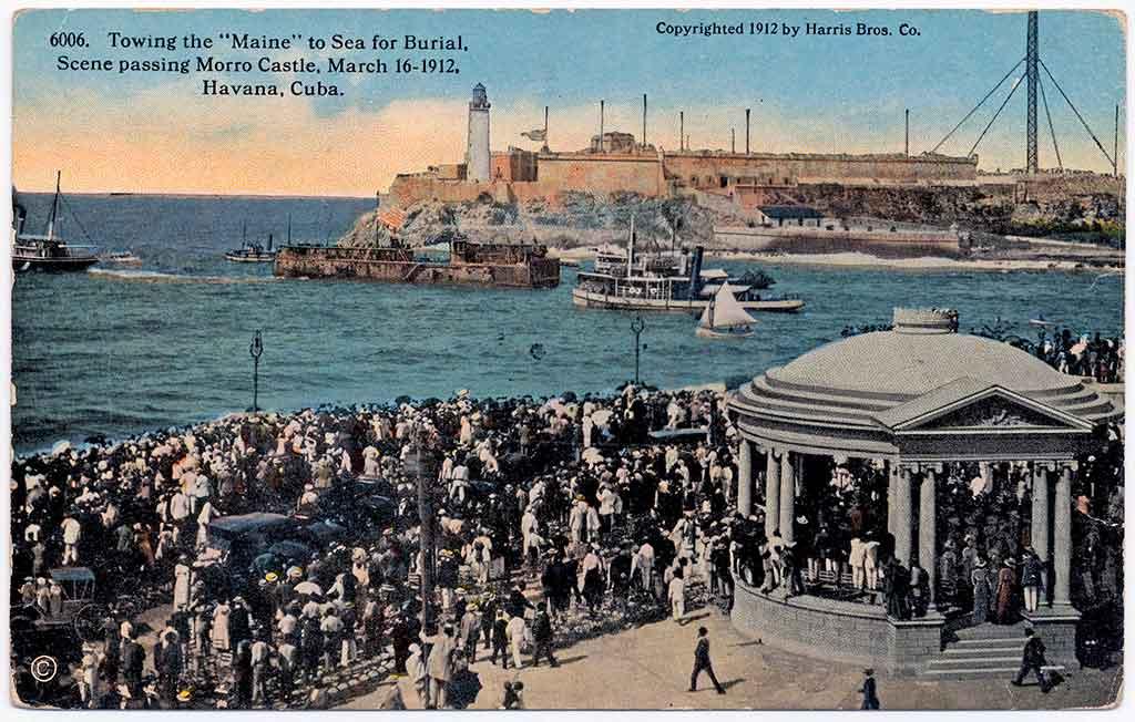 U.S.S Maine saliendo de la bahía de La Habana en su último viaje