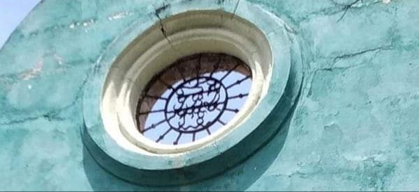 Frontis de la casa de Juan Bautista Docio en el que se ven sus iniciales