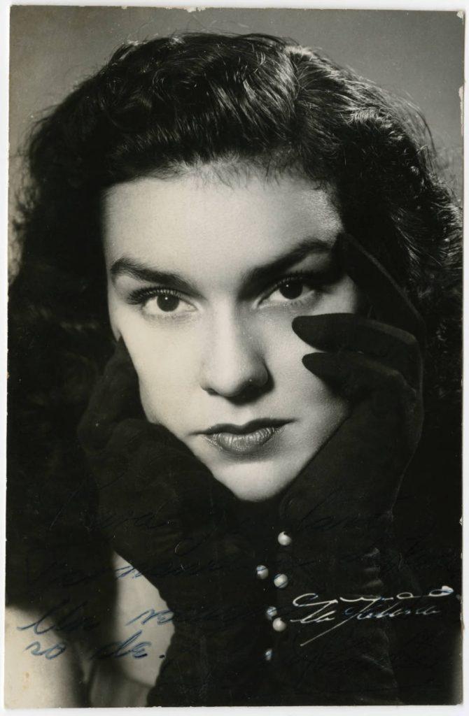 Raquel Revuelta joven