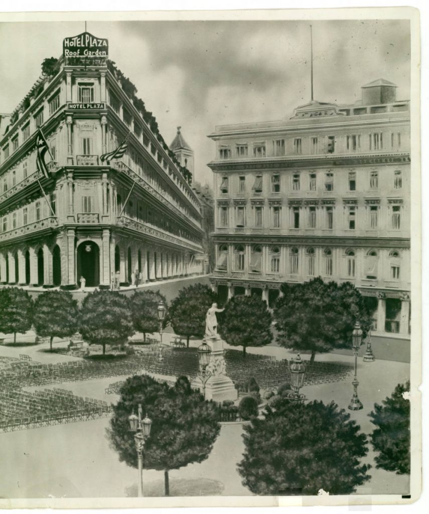 Manzana de Gómez a la derecha y Hotel Plaza al fondo a la izquierda