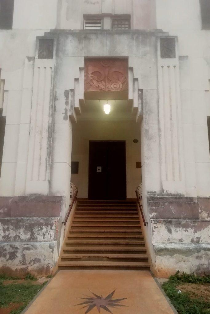 edificio Lopez Serrano entrada calle 13