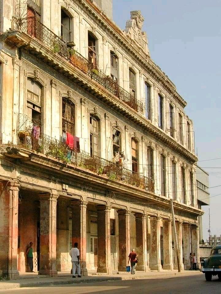 fabrica de tabacos Romeo y julieta ruinas