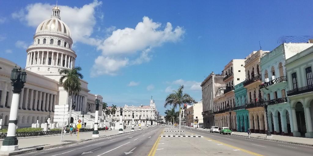 Calle Prado (Paseo del Prado) frente al Capitolio de La Habana