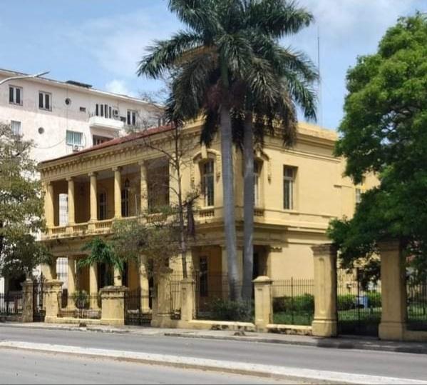 Mansión en Línea y D, Vedado de La Habana