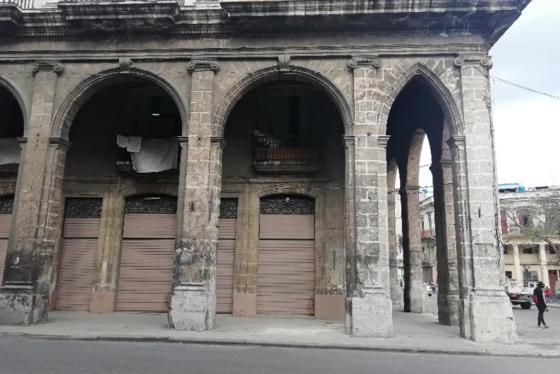 Palacio de Villalba Habana Detalle de la fachada por la calle Monte