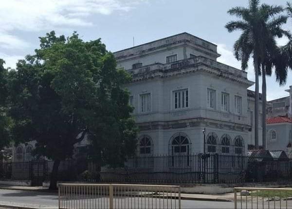 Palacete de Francisco Bartés en calle Línea y calle D en el Vedado de La Habana
