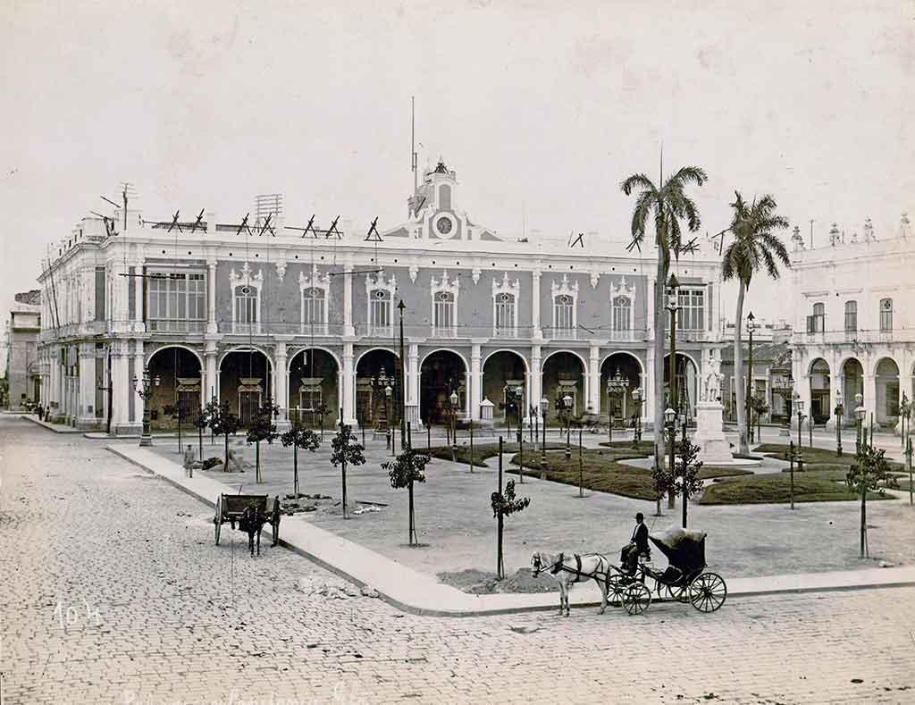 plaza de armas 1895