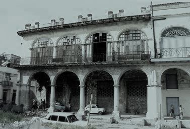 Casa del Marqués de Casa Torres en ruinas antes de la construcción de La Factoría