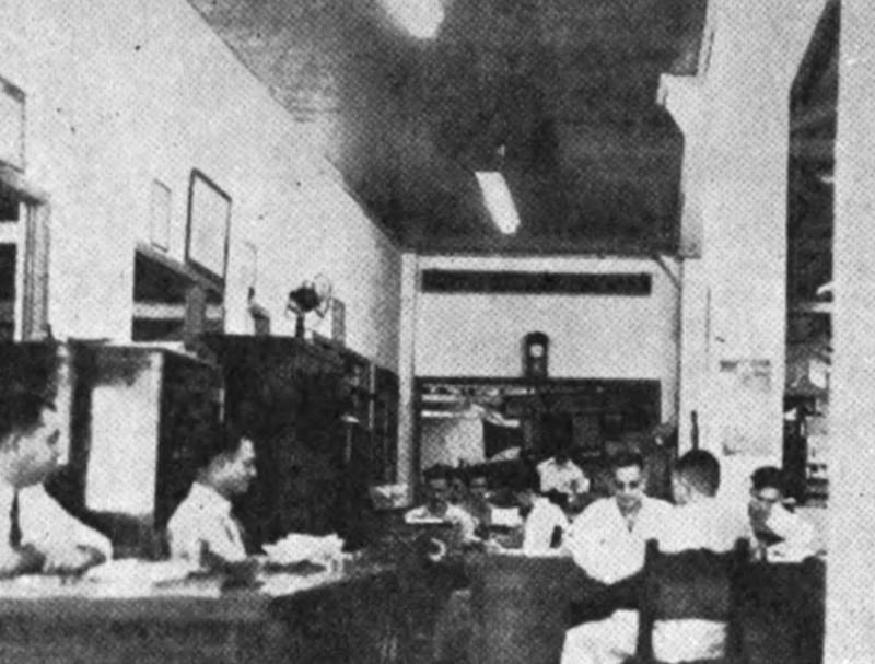 Personal de oficina y obreros del Gran Garage Vives en 1944
