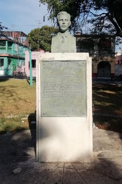 """Monumento a Antonio López Camero """"Cholo"""" en el Parque de Palatino"""