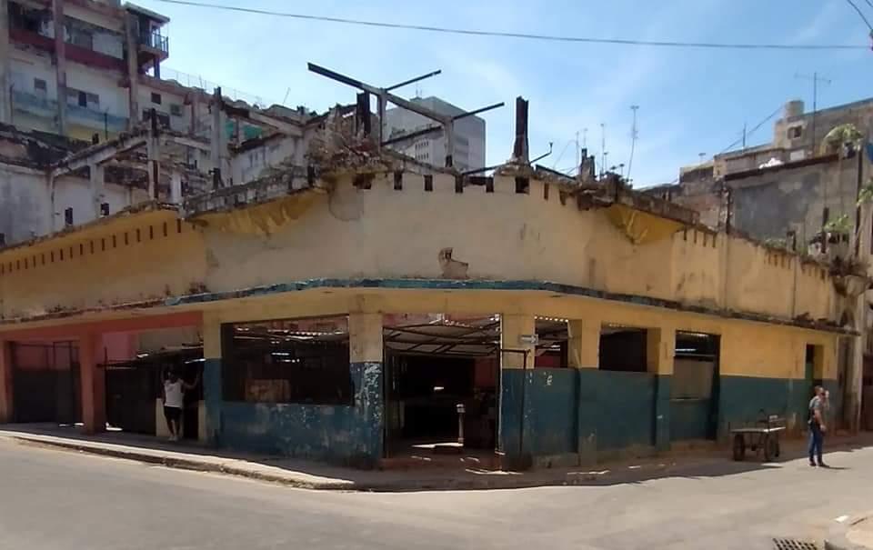 Ruinas de la antigua peletería La Exposición en la calle Neptuno