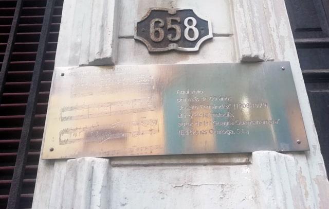 Placa en Calle Gervasio casa de Joseito Fernandez