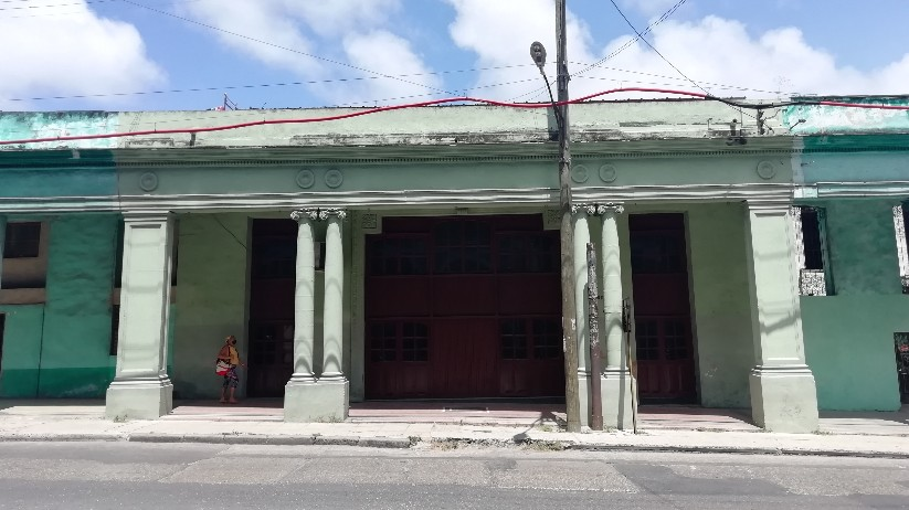 Tienda del Fondo Cubano de Bienes Culturales (FCBC) en el local del antiguo cine Astor (foto 2021)