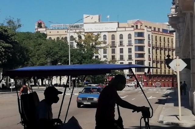 Bicitaxis en La Habana Calle Zulueta