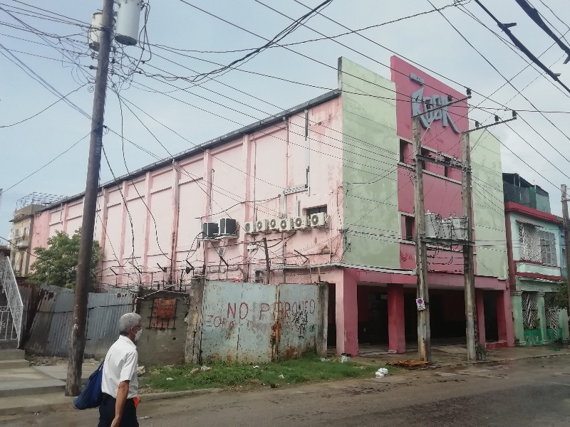 Cine Maxim Rock Calle Bruzon 62