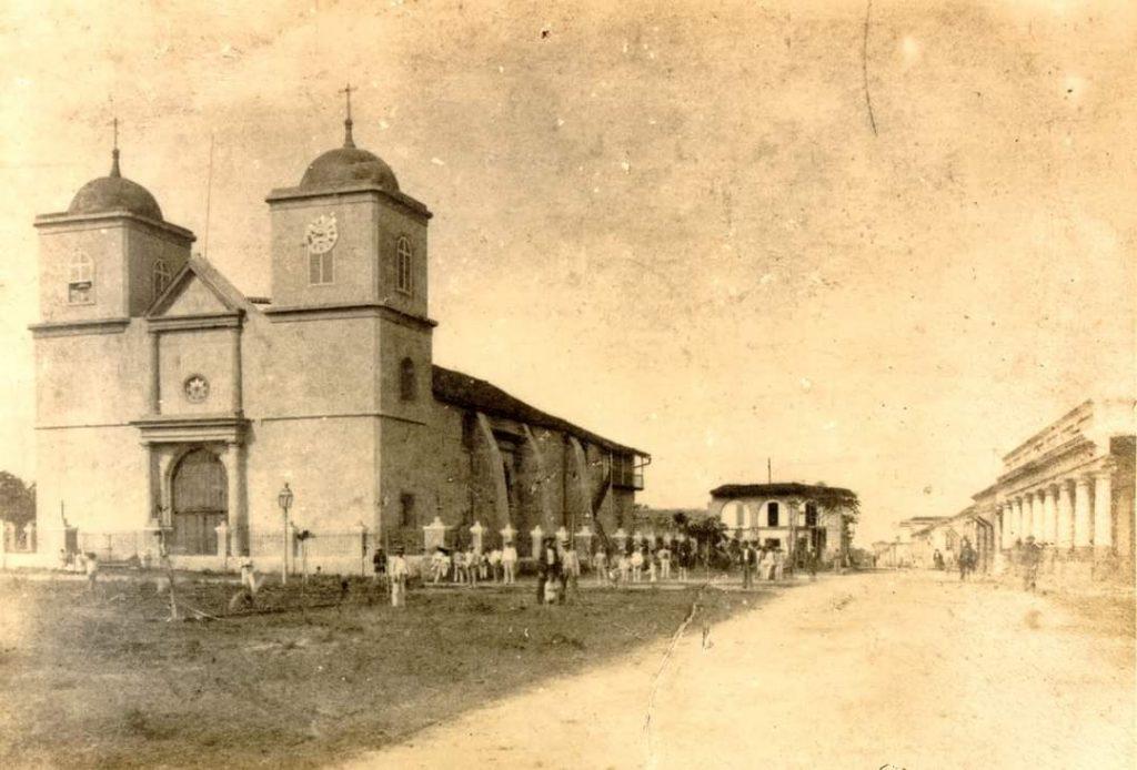 Iglesia de Santiago de las Vegas, donde aconteció una historia tan ridícula como la de la tumba del gorrión