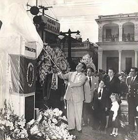 Lolo Villalobos inaugura el monumento del Dr. Tomás Tuma Iza en el Parque de Tomasito, Virgen del Camino, San Miguel del Padrón.