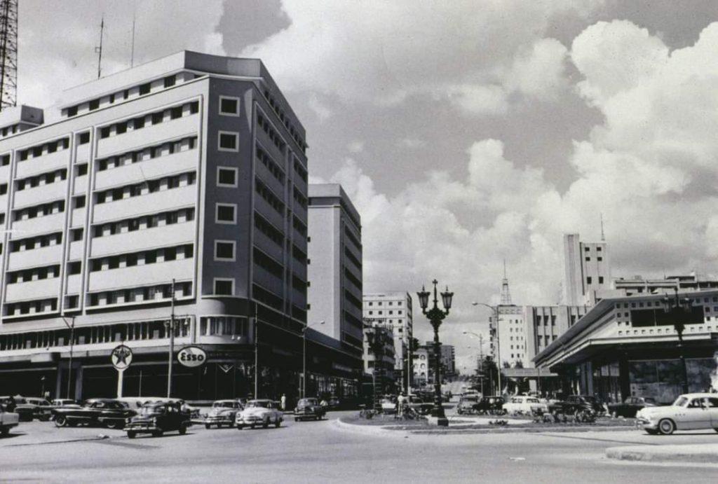 Edificio Ámbar Motors en Infanta y 23 (Vedado)