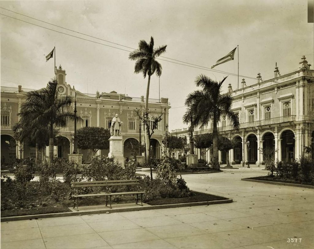 Plaza de Armas Habana Cuba