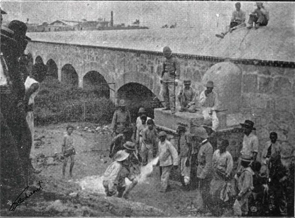 acueducto de fernando VII años 20 al fondo la cervecería tivoli