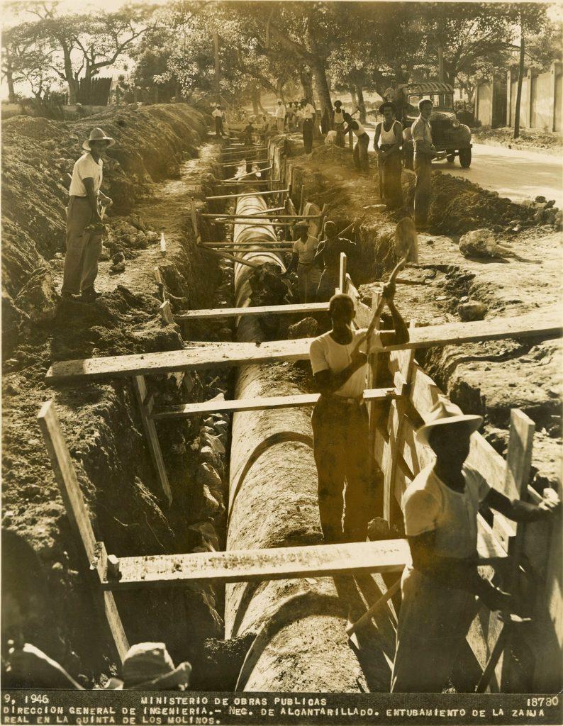 entubamiento de la zanja real en la quinta de los molinos 1946